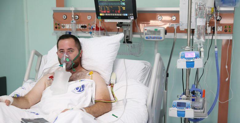 Kovid-19 hastası genç, aşı olmamanın pişmanlığını yaşıyor