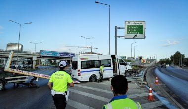 İşçileri taşıyan servis aracı kaza yaptı!