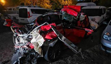 Otomobil tıra çarptı: 1 ölü!