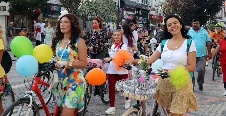 """Edirne'de """"Süslü Kadınlar Bisiklet Turu"""" düzenlendi"""