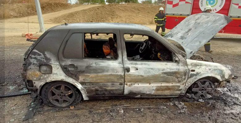 Seyir halindeki otomobil tamamen yandı!