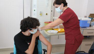 12 yaş ve üzeri üstü çocuklar aşılarını yaptırıyor
