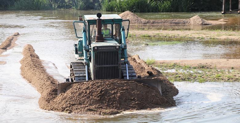 Tunca Nehri'nde taşkına karşı temizleme çalışması