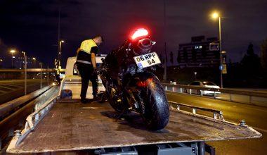 Kaza yapan motosikletteki 2 kişi öldü