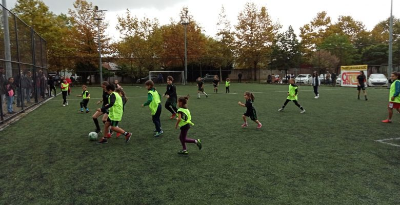 Kız futbolcular turnuvada mücadele etti