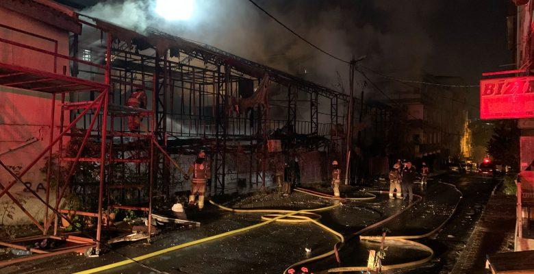 İstanbul'da lokalde çıkan yangın söndürüldü