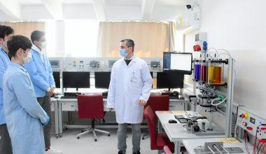 Meslek liseliler yenilenen atölyelerinde insansız fabrika deneyimiyle yetişiyor