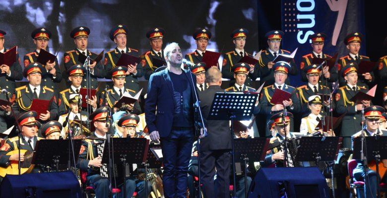 Rus Kızılordu Korosu ve Haluk Levent konser verdi