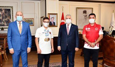 Vali Yıldırım, triatlonda Avrupa şampiyonu olan Akçakoca'yı kabul etti